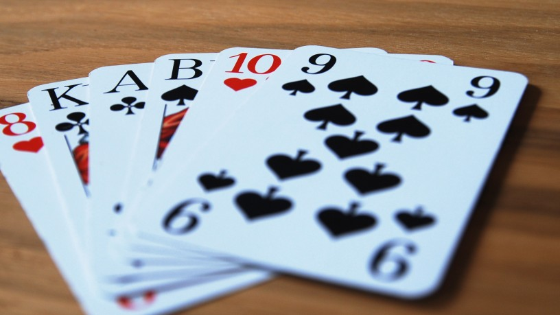 Sechs Spielkarten